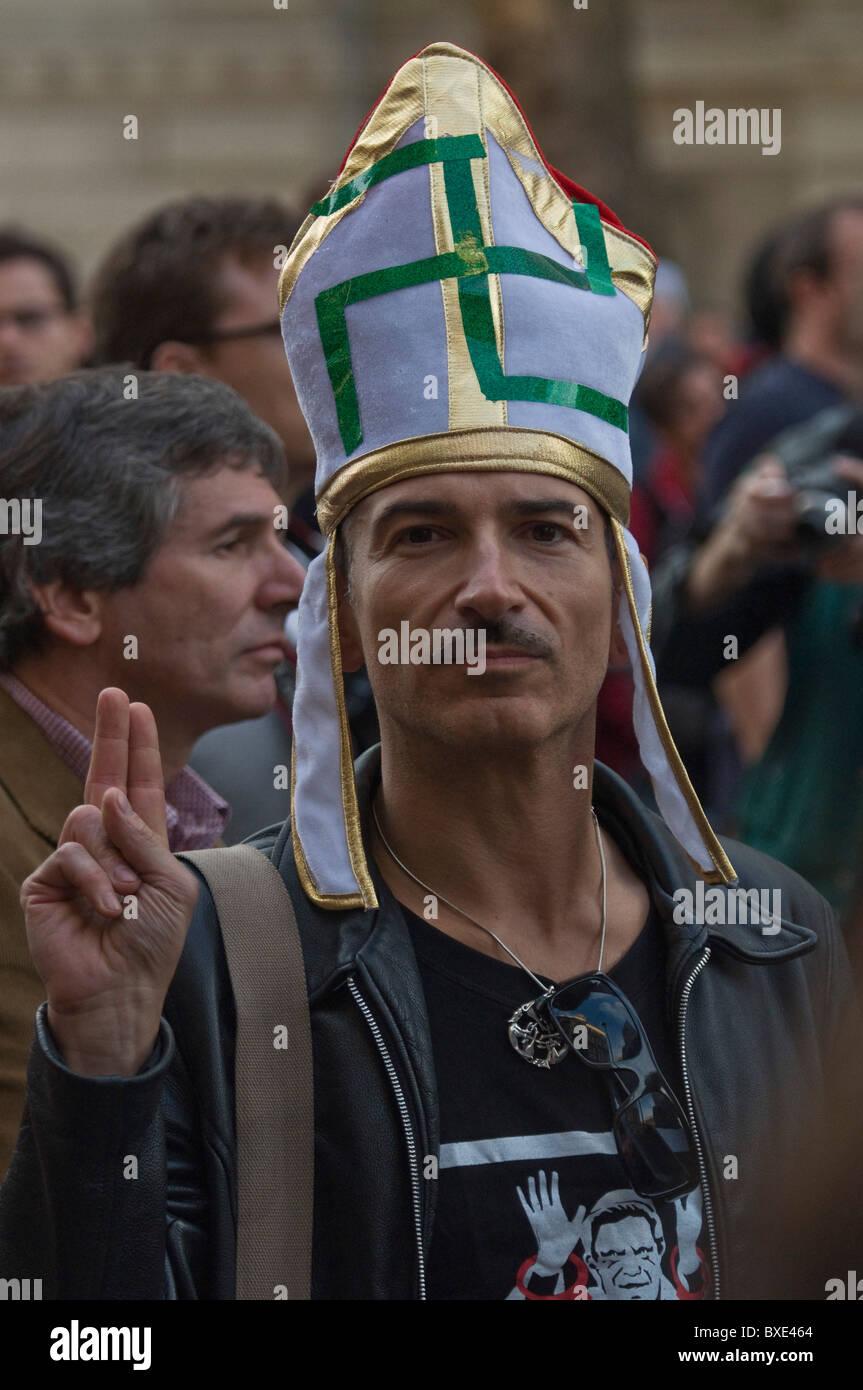 Anti Pope Benedict XVI  demonstrator wearing Bishops mitre with Nazi swastika , London UK 18th September 2010. - Stock Image
