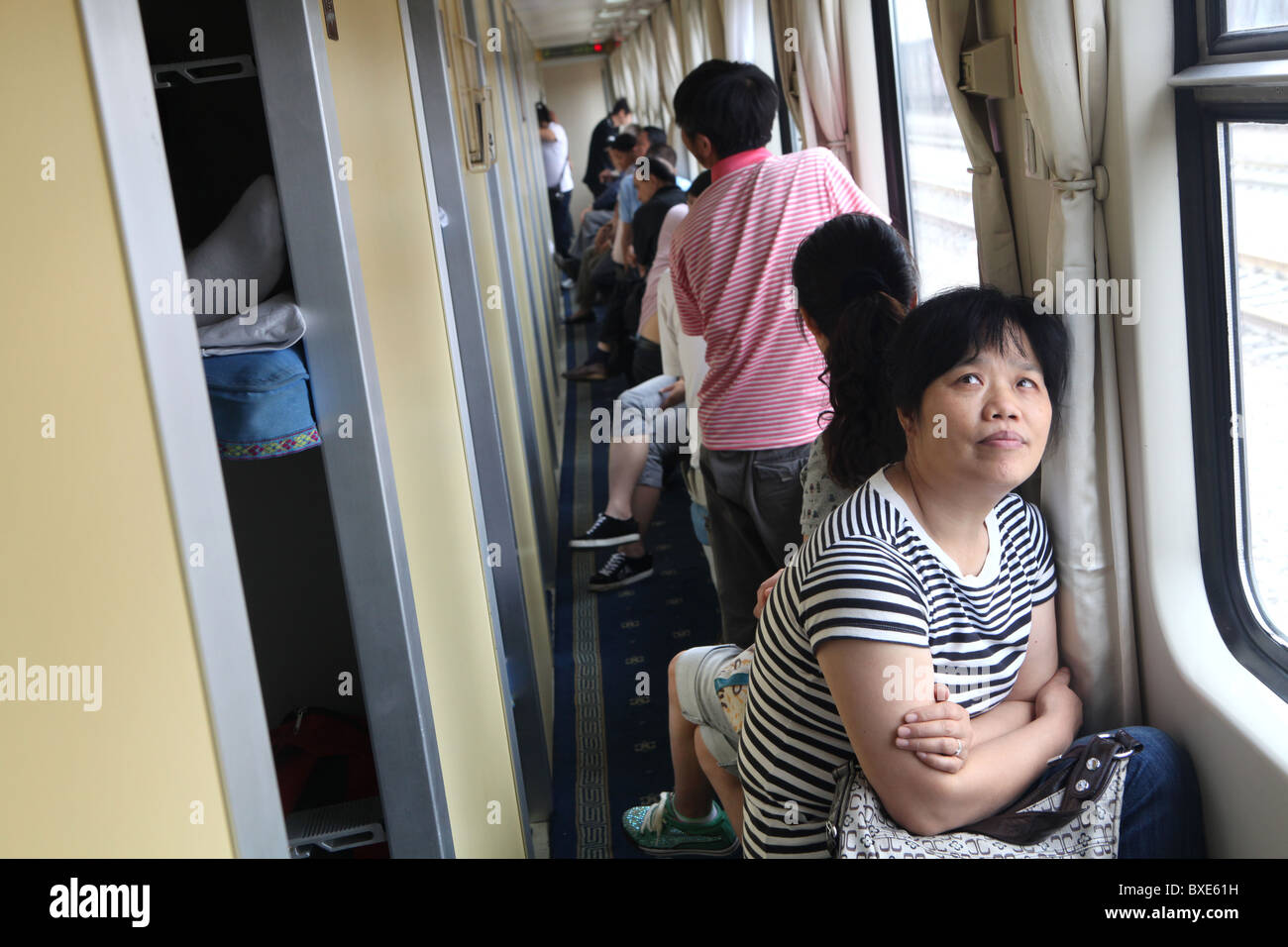Passengers on the Qinghai - Xizang train, the world's highest railway, here between Chengdu and Lhasa, Tibet. - Stock Image