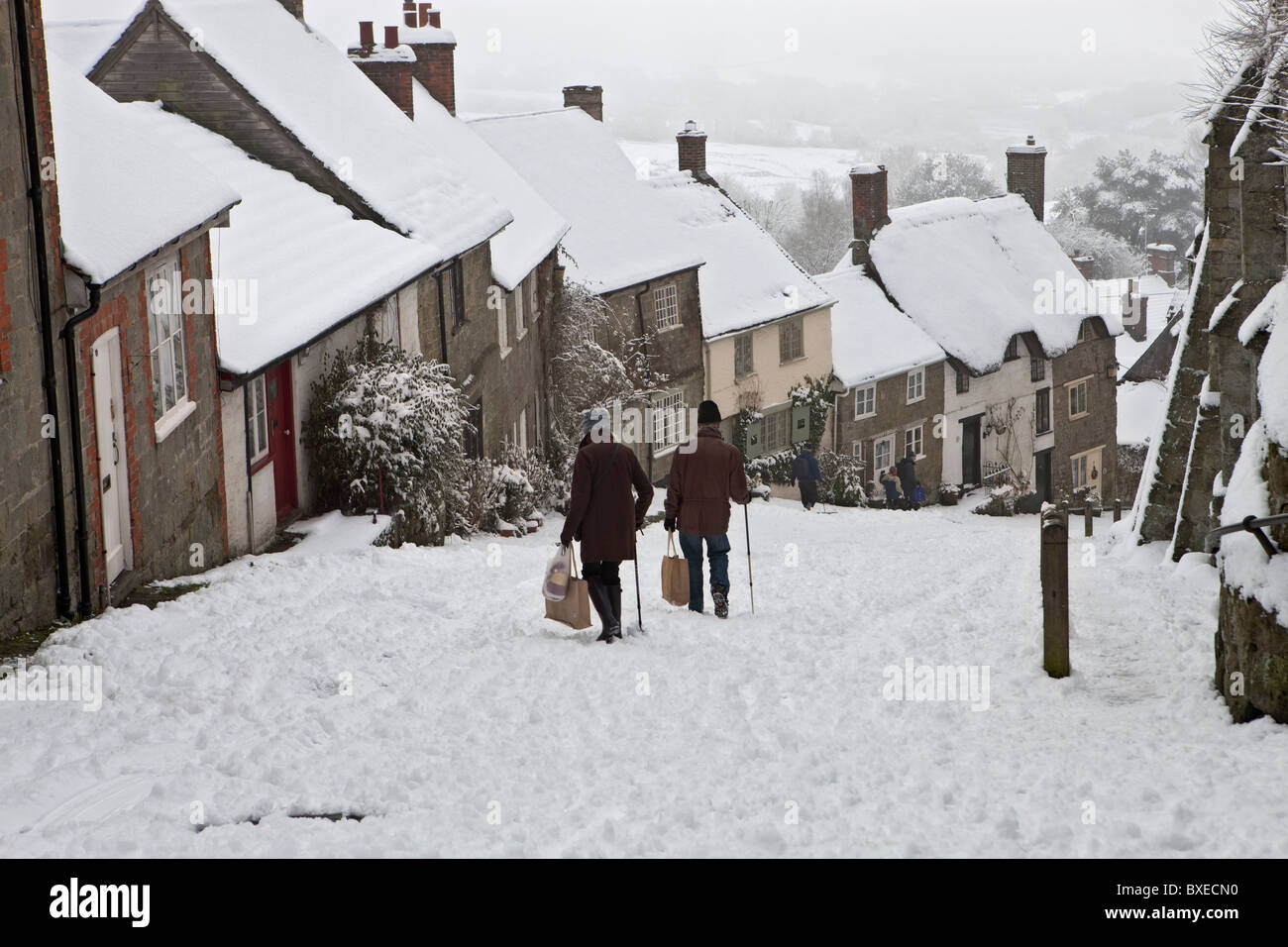 After the winter snow one morning on Gold Hill in Shaftesbury, Dorset - Stock Image
