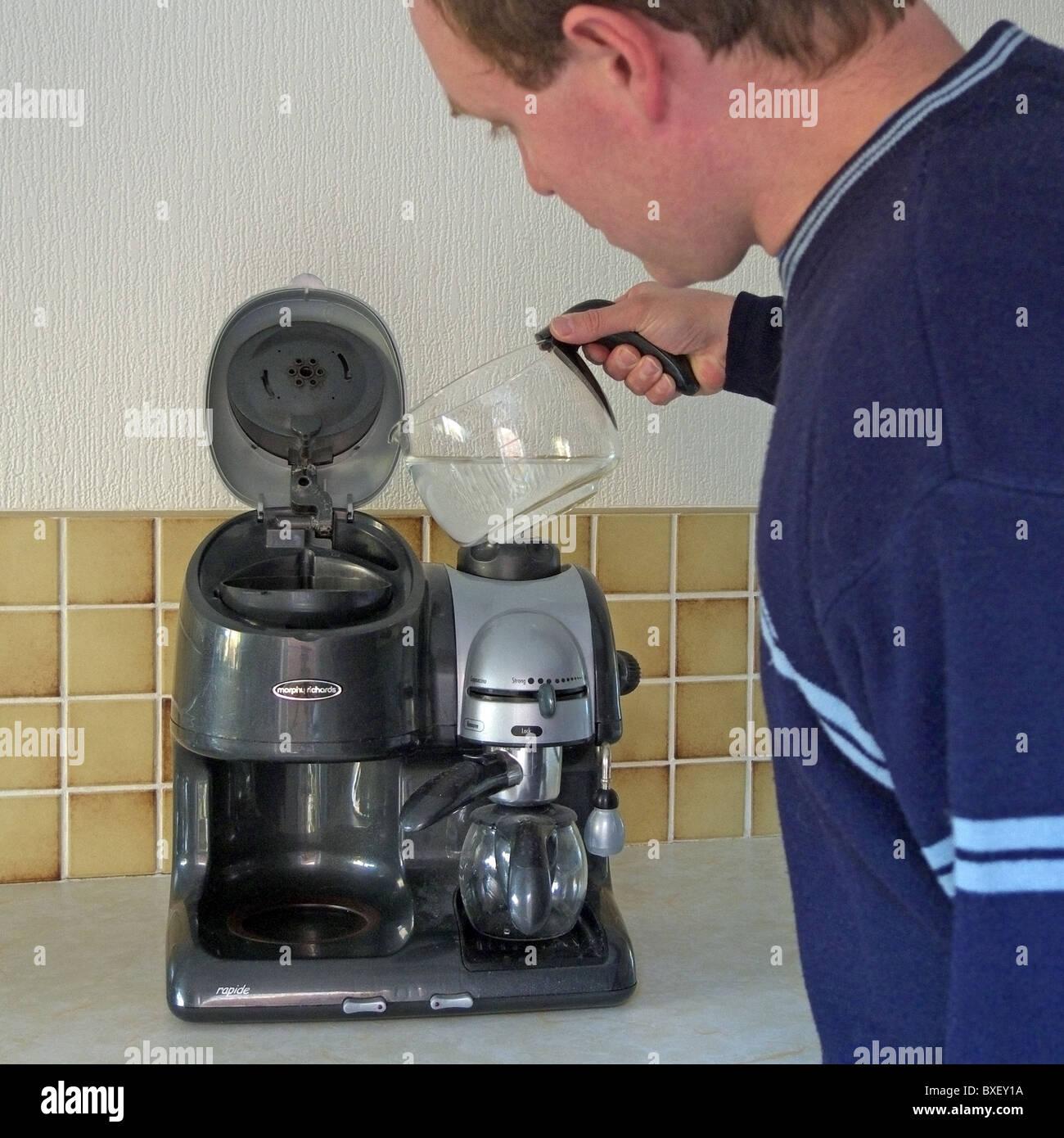 Morphy Richards Ekspres Pour Over: Pour Coffee Stock Photos & Pour Coffee Stock Images
