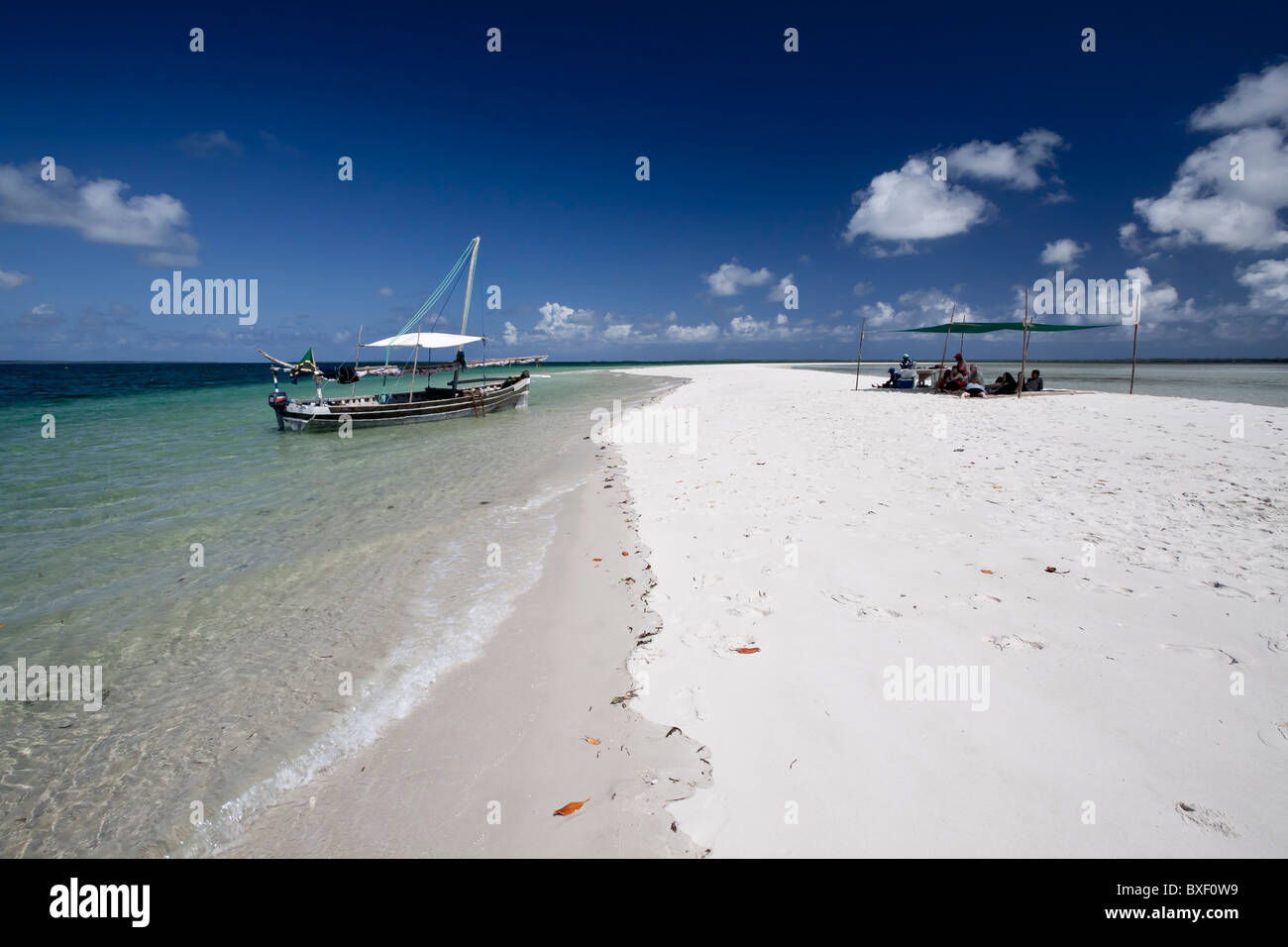 Barbecue on a deserted white sand bank in Chole bay - Stock Image