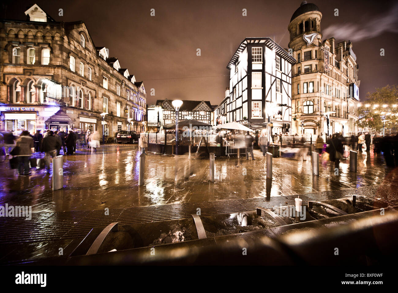 Late night shopping in manchester - Stock Image