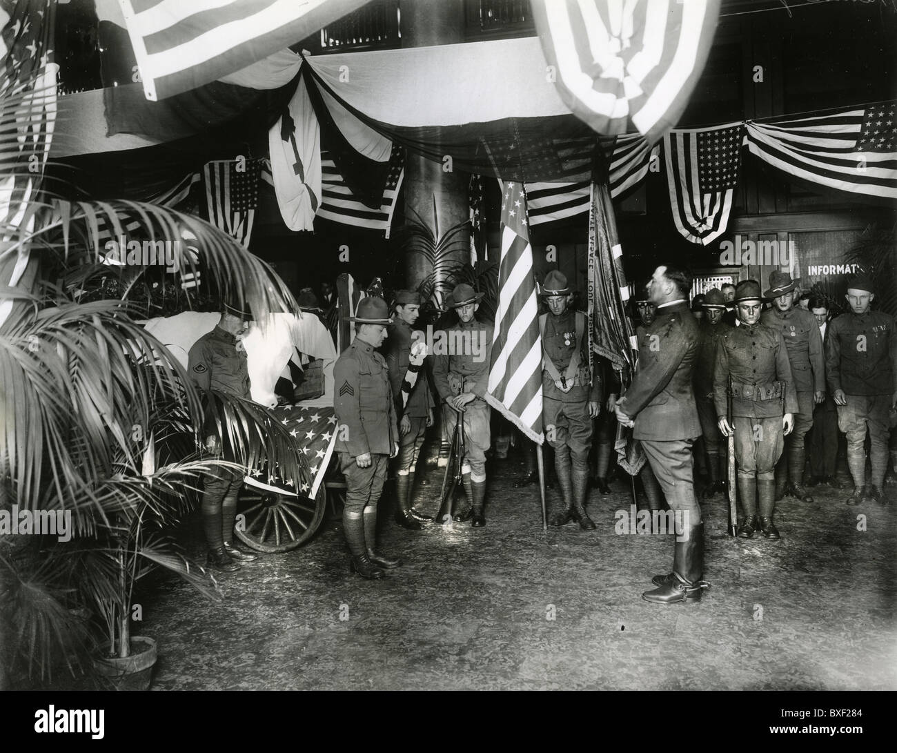 U.S. Army 339th Infantry soldiers bring home the bodies of comrades killed in WWI during The American Expedition - Stock Image