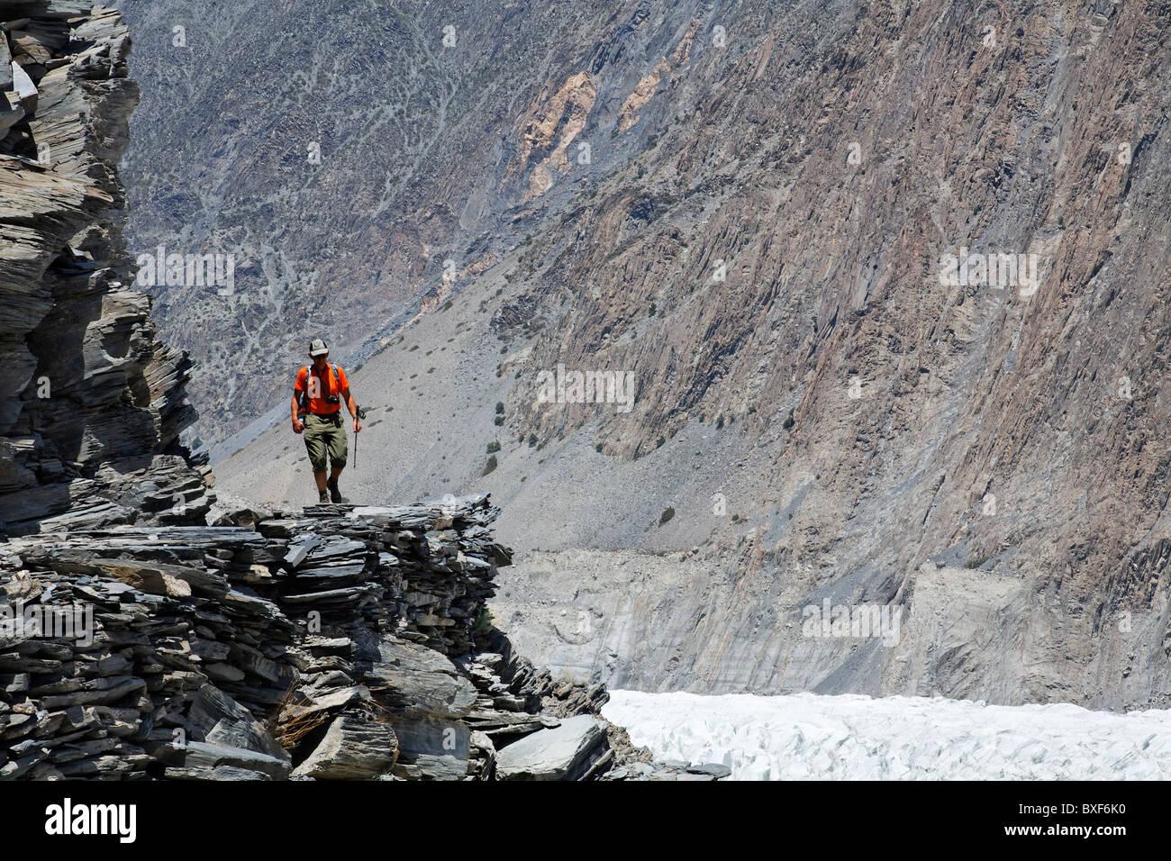 Pakistan - Karakorum - Hunza Valley - trekking in the mountains near Passu - Stock Image
