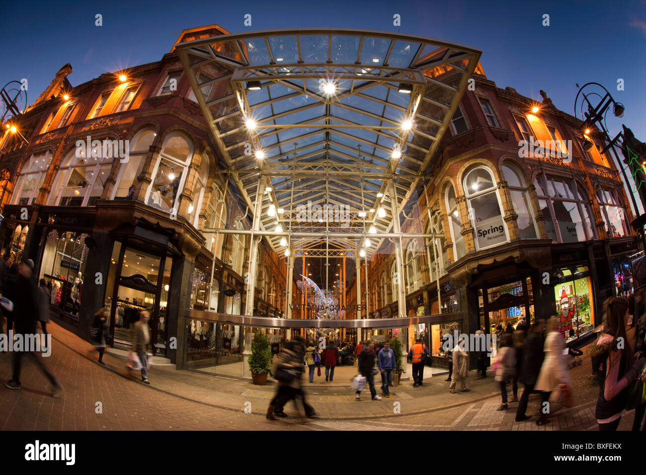 UK, England, Yorkshire, Leeds, Briggate, Victoria Quarter, Queen Victoria Street entrance at Christmas - Stock Image