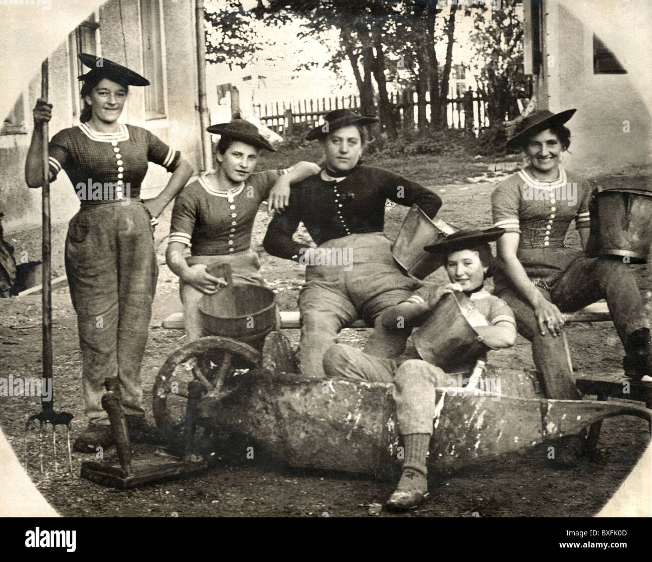 people, women, maids on a farm, Bavaria, Germany, circa 1910,  Additional-Rights-Clearences-NA