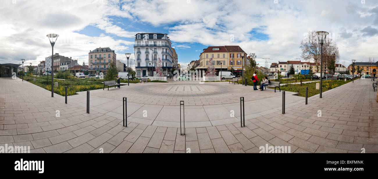 The Vichy station square with a view of the street of Paris (France). Parvis de la Gare de Vichy avec vue sur la Stock Photo