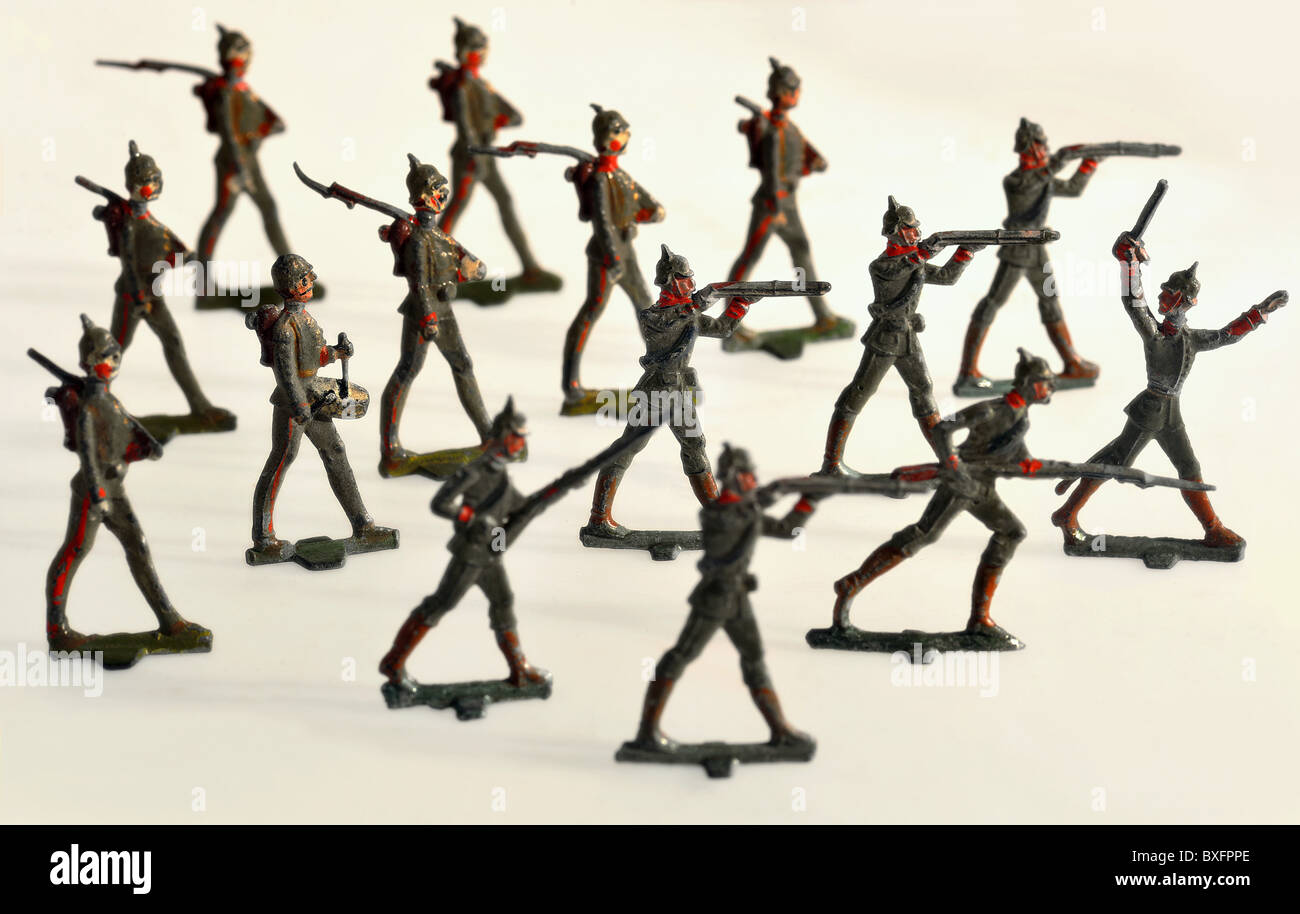 toys, tin soldiers, German attack, marching troop, Germany, circa 1914, Additional-Rights-Clearences-NA - Stock Image