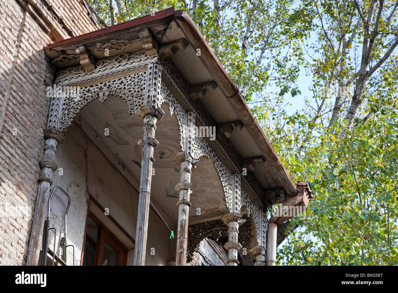 Carved wooden balconied house in Tbilisi old town, Kala, Georgia. JMH3985 - Stock Image