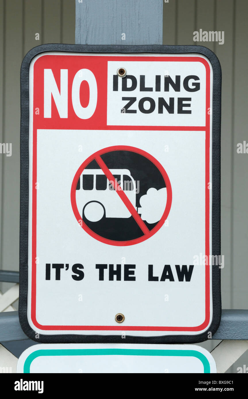 Sign in a shopping market parking lot warns people to turn off their car engine when idling to reduce air pollution, - Stock Image
