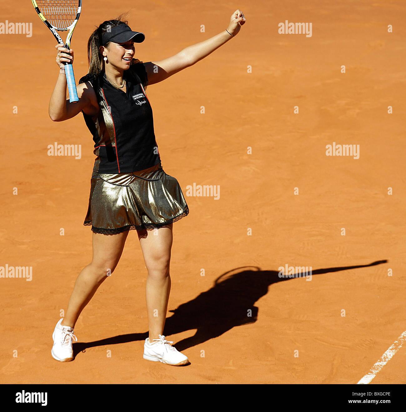Aravane Rezai (FRA) in action against Venus Williams during the Women's WTA Singles Final - Stock Image