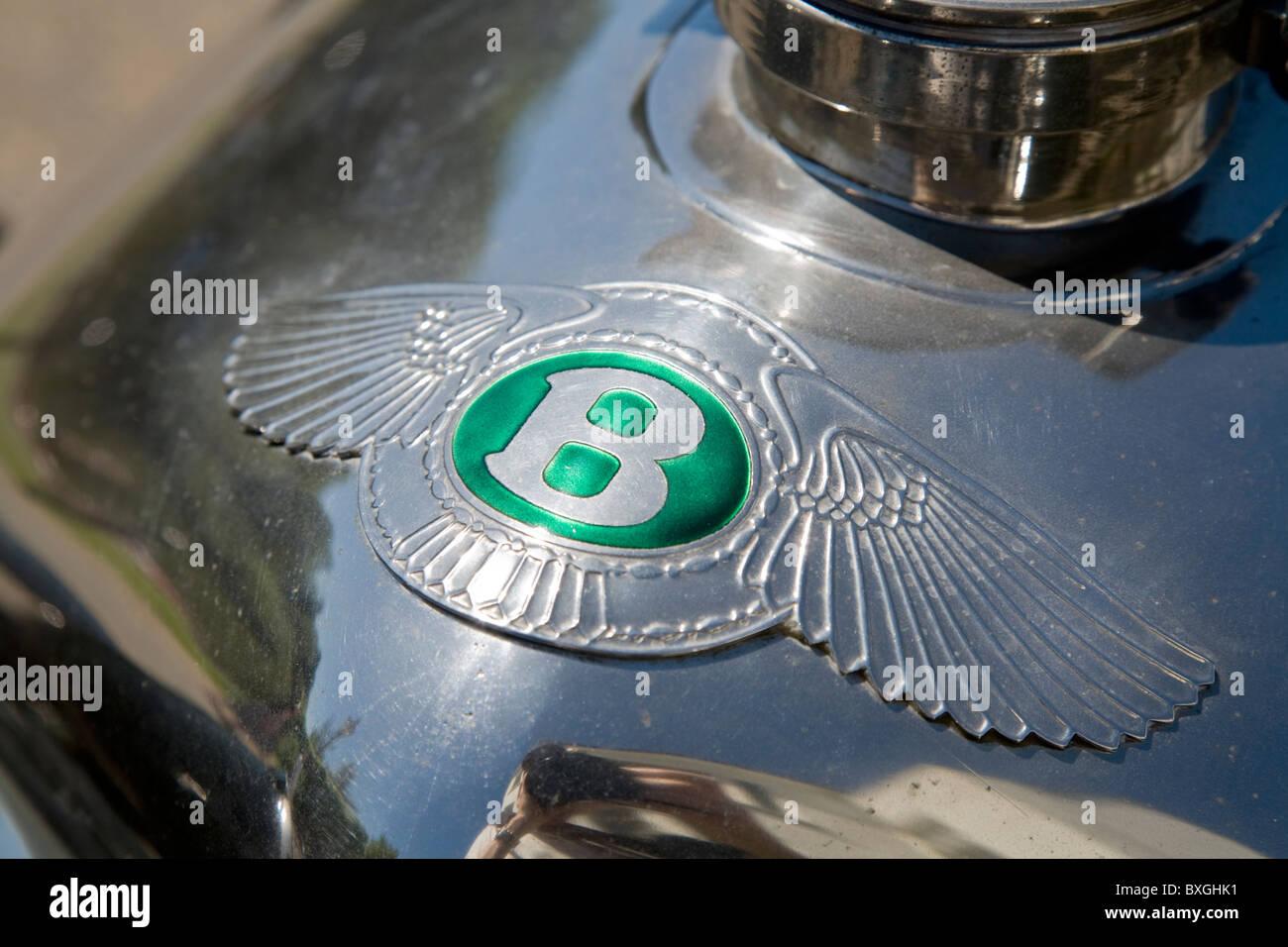 Vintage Bentley B Car Badge Radiator Grille Logo Insignia On A Stock Photo Alamy