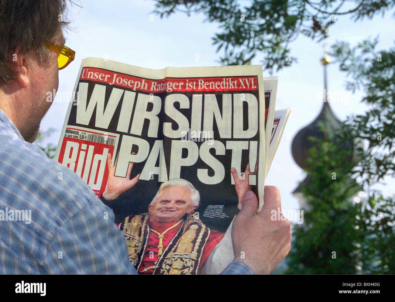 press, printed medium, BILD newspaper, famous headline: 'Wir sind Papst' (We are pope), Germany, 20.04.2005, - Stock Image