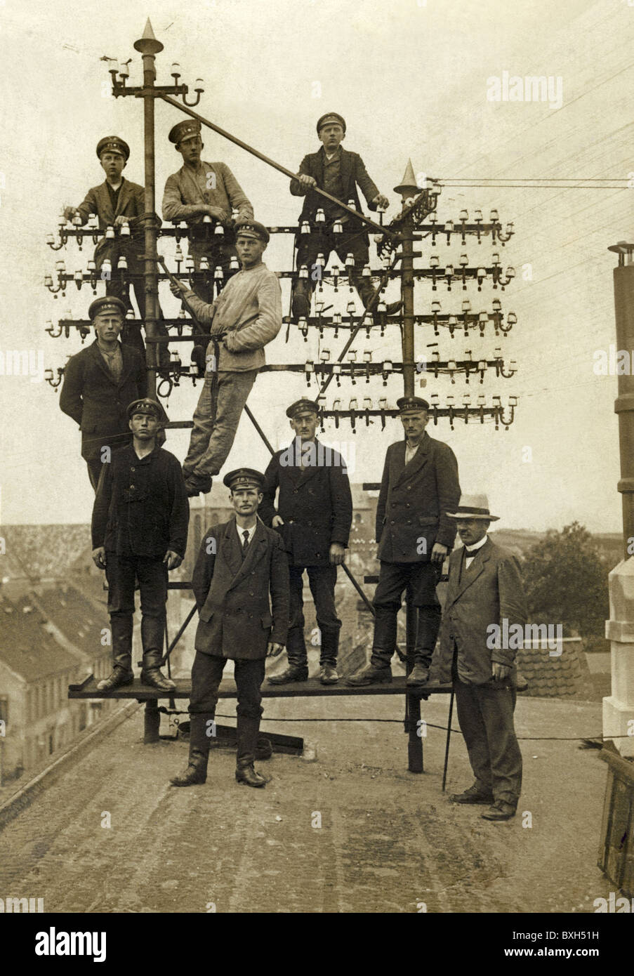 mail / post, telegraphy, worker with telegraph pole, under construction, Germany, early 20th century, historic, - Stock Image