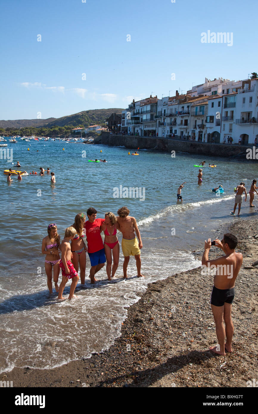 Group of holiday makers having photograph taken on beach Cadaqués Emporda Catalunya Spain - Stock Image