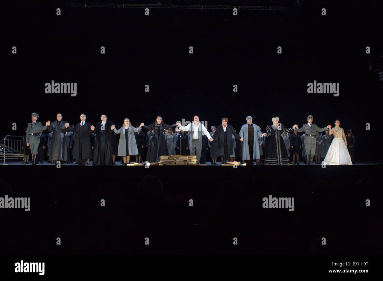 curtain call of cast of Mathis der Maler, Opera National de Paris, Bastille, Paris, France - Stock Image