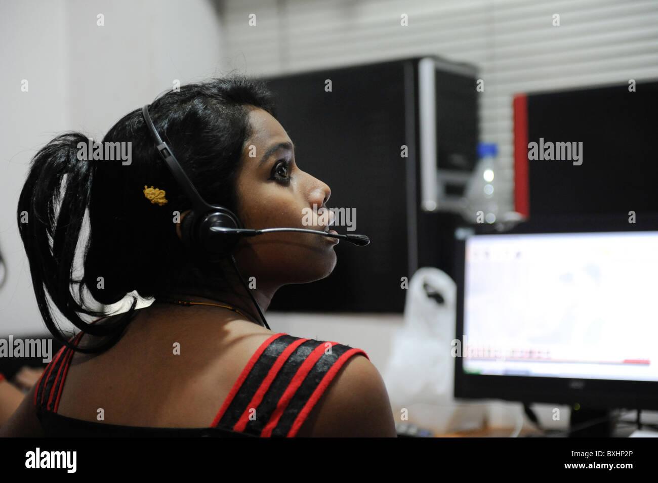 South Asia INDIA Kolkata Calcutta , young women work in call center calling US or UK customer - Stock Image