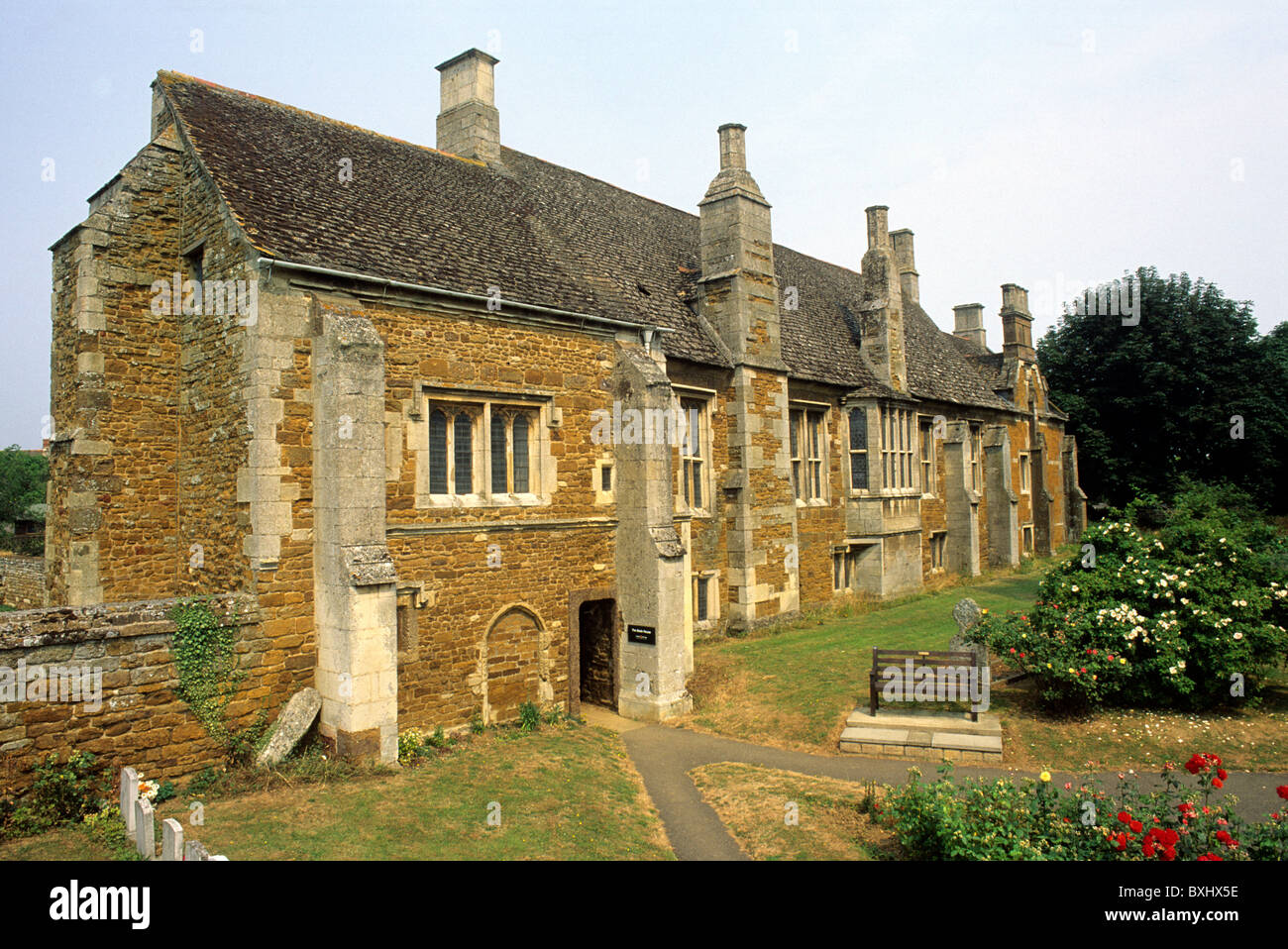the english architecture during medieval times Medieval architecture for more than a century after the battle of hastings, all substantial stone buildings perpendicular churches are among the greatest glories of english architecture during the later decades of the 14th century there was a fashion for corner-towered rectangular castles like.