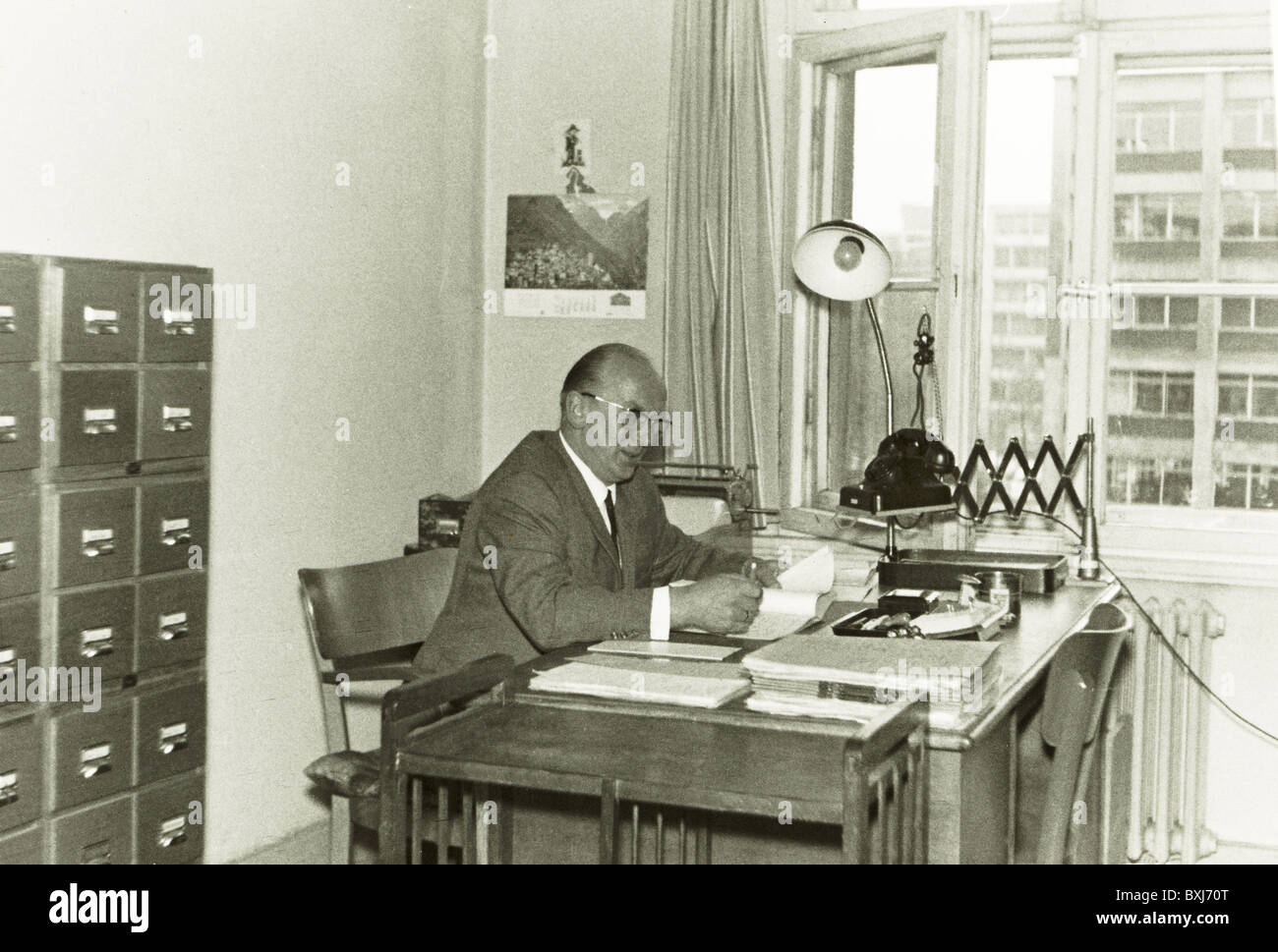 Incredible 1960S Office Interior Stock Photos 1960S Office Interior Download Free Architecture Designs Embacsunscenecom