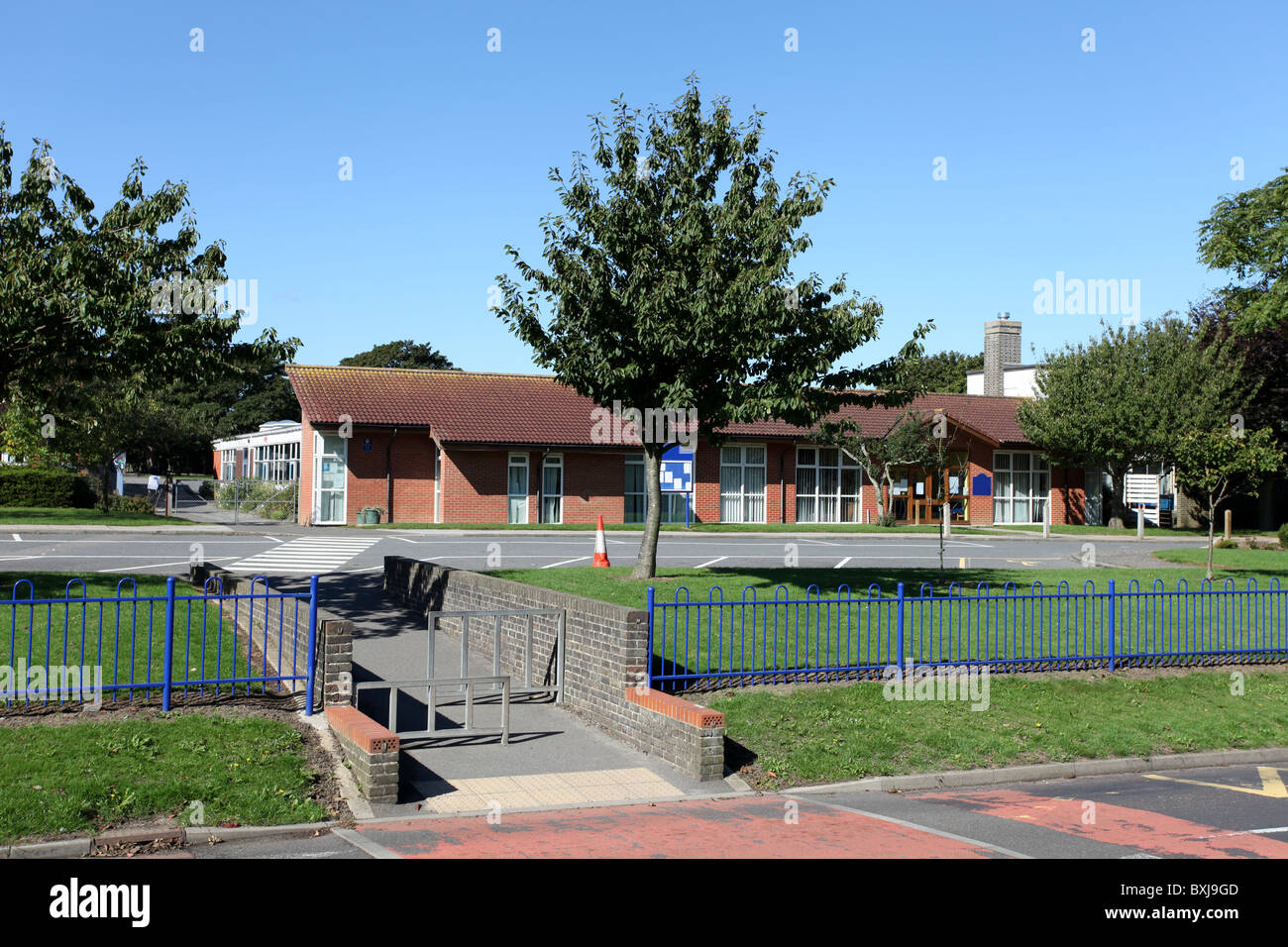 UK Primary School building exterior, for children aged 5 to 10 - Stock Image