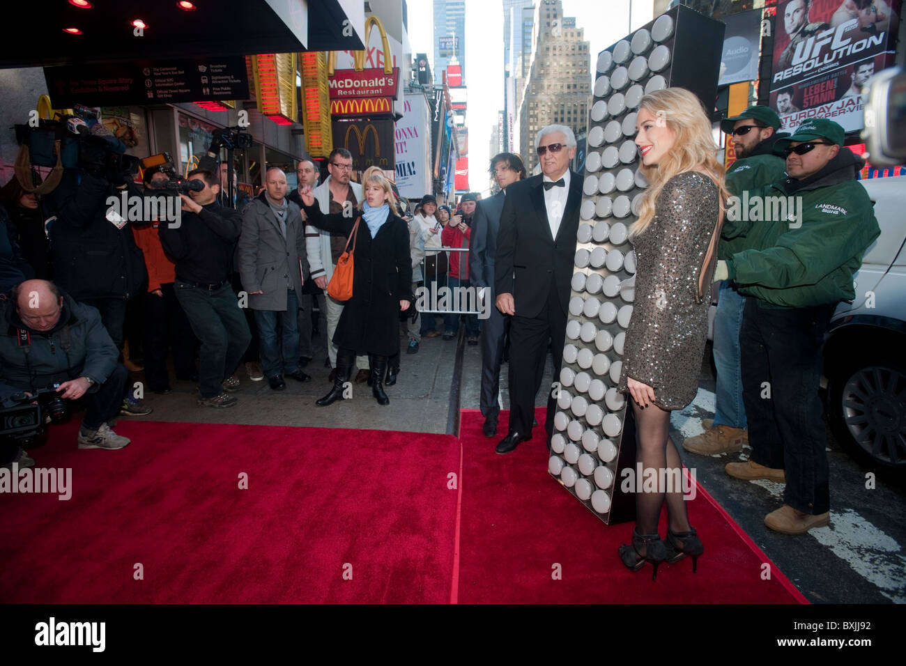The seven-foot-tall numeral '1' walks the red carpet to complete the 2-0-1 sign in NYC's Times Square - Stock Image