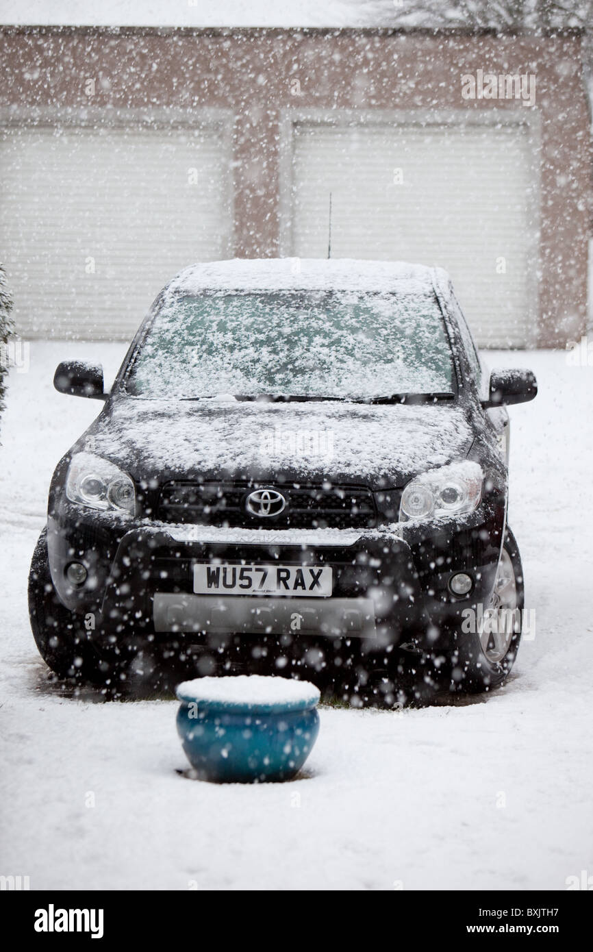 first heavy winter snowfall. 'take the car or walk or stay at home??' - Stock Image