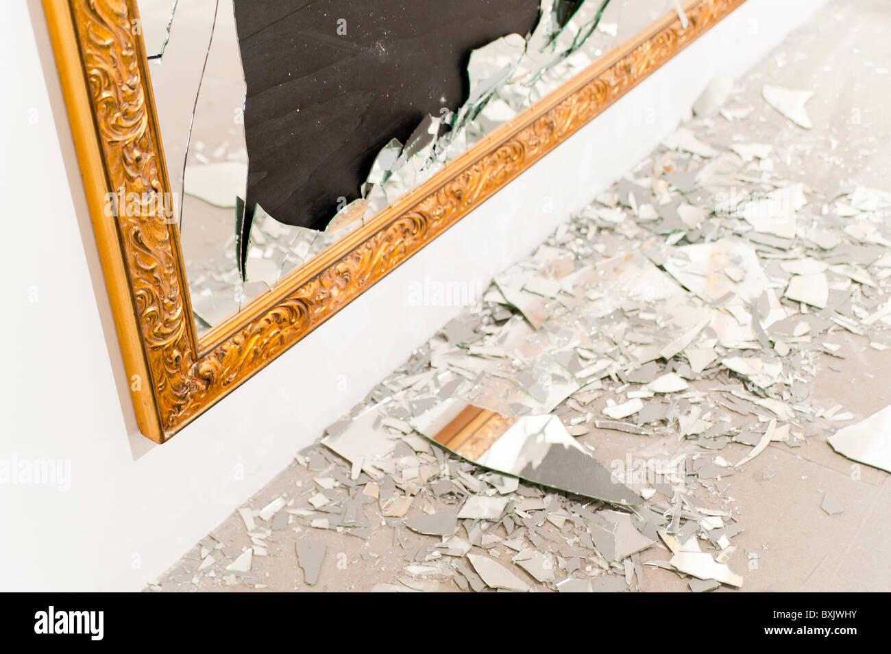 Broken mirror - Stock Image