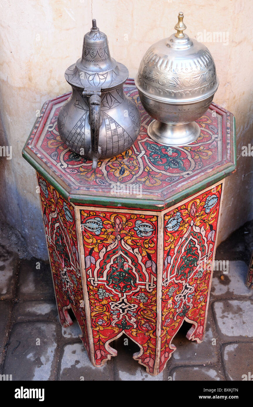 Antique teapots and table for sale near Souk Talaa in Marrakech - Stock Image