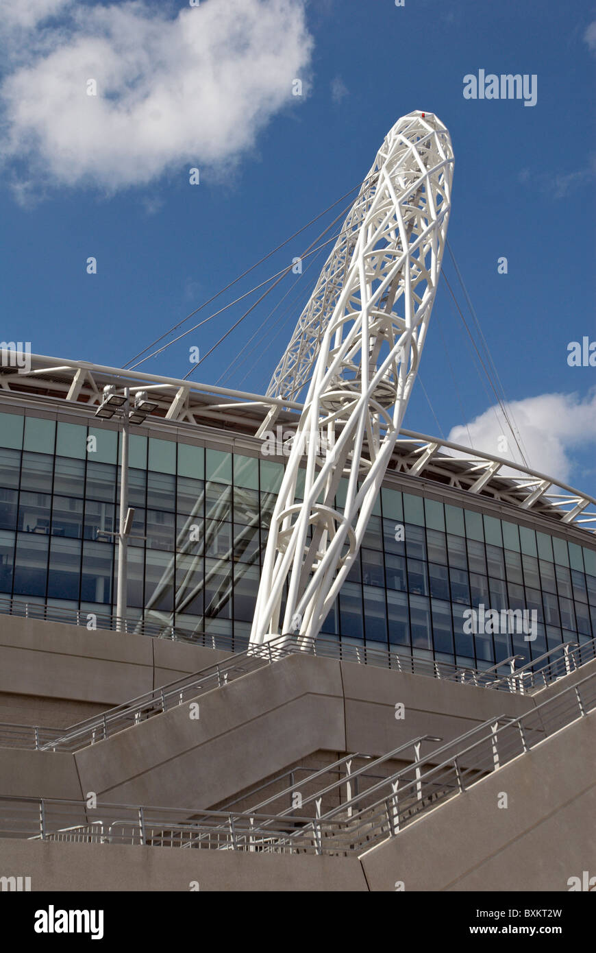 Completion of Wembley Stadium. The Wembley Stadium triumphant arch is the main focus of this £798m project. - Stock Image