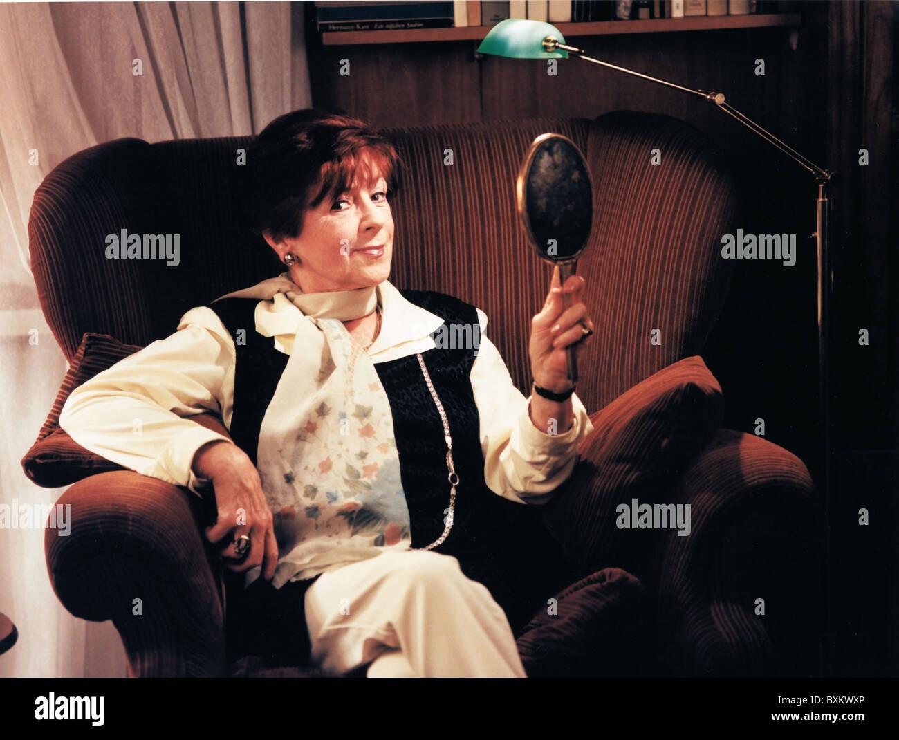 Ebert, Margot, 8.6.1926 - 26.6.2009, German actress, half length, private, Friedrichshagen, 17.12.1998, Additional - Stock Image