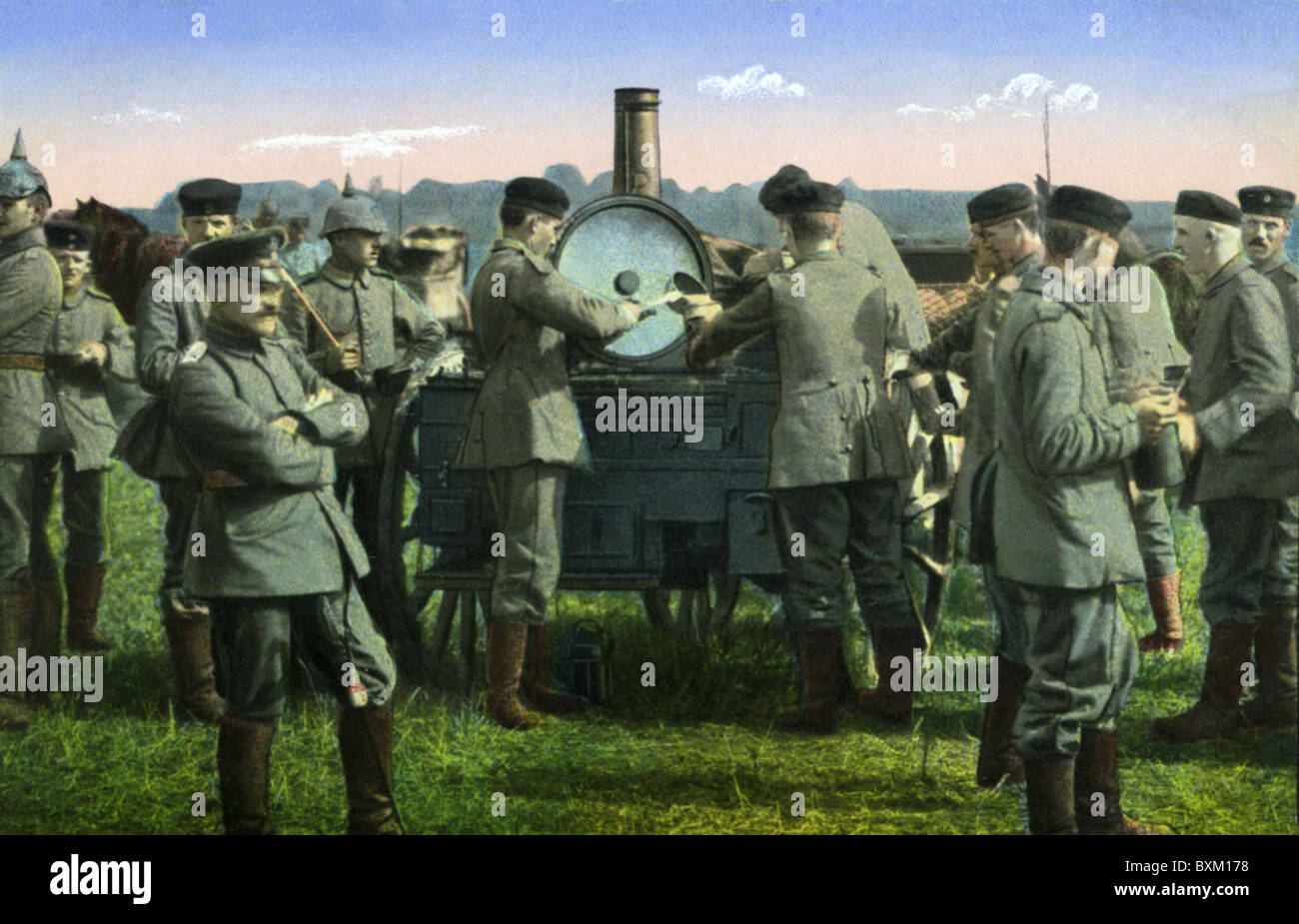 events, First World War / WWI, Western Front, France, 1915 - 1918, German soldiers reveiving food from a field kitchen, Stock Photo