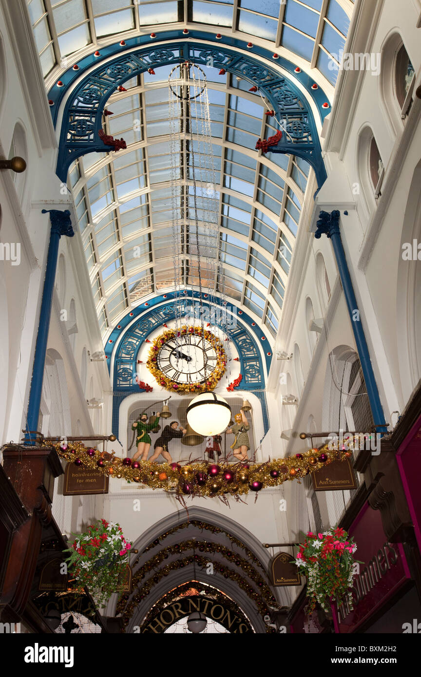 UK, England, Yorkshire, Leeds, Victoria Quarter, Thornton's Arcade clock at Christmas - Stock Image