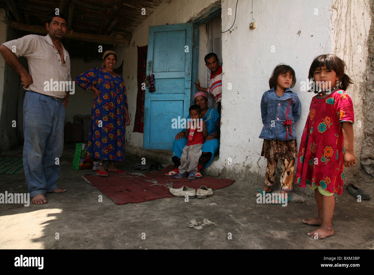 Romani family from the gypsy village of Gigikhana near Bukhara, Uzbekistan.  - Stock Image