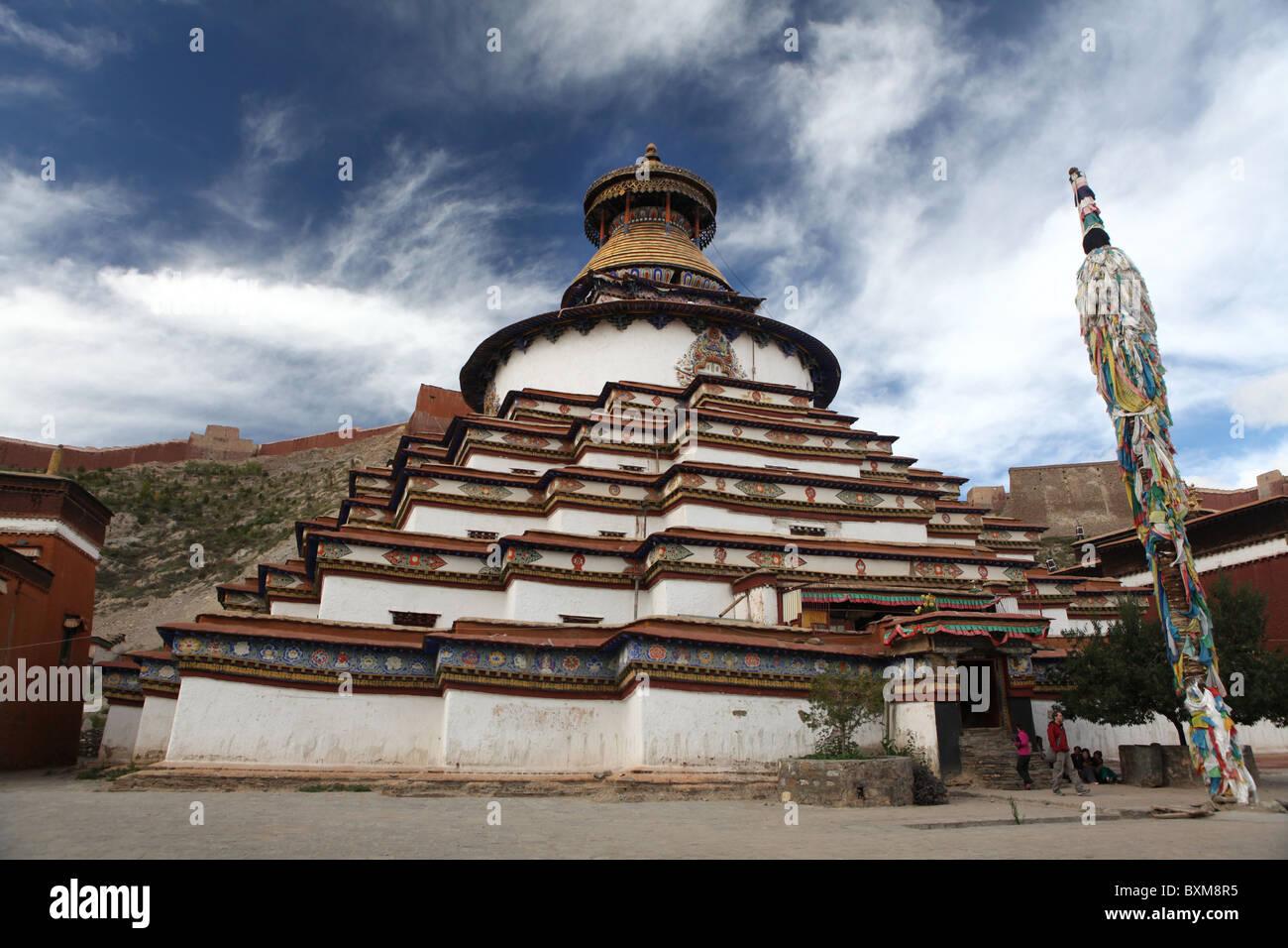 The Kumbum, part of the Palcho Monastry or Pelkor Choede in Gyantse or Gyangtse in Tibet, China. - Stock Image