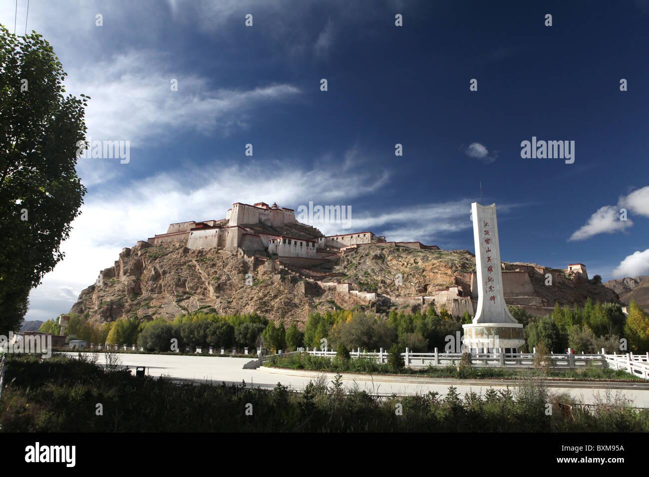 Gyantse Dzong or Gyantse Fortress in Gyantse or Gyangtse in Tibet, China. - Stock Image