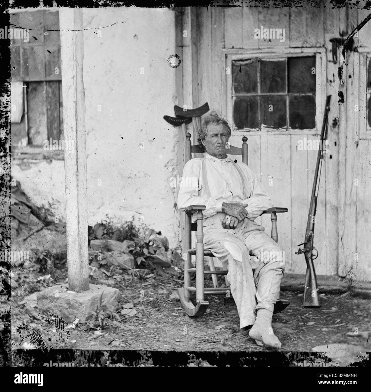 Gettysburg, Pennsylvania. John L. Burns, the 'old hero of Gettysburg,' with gun and crutches civil war veteran - Stock Image