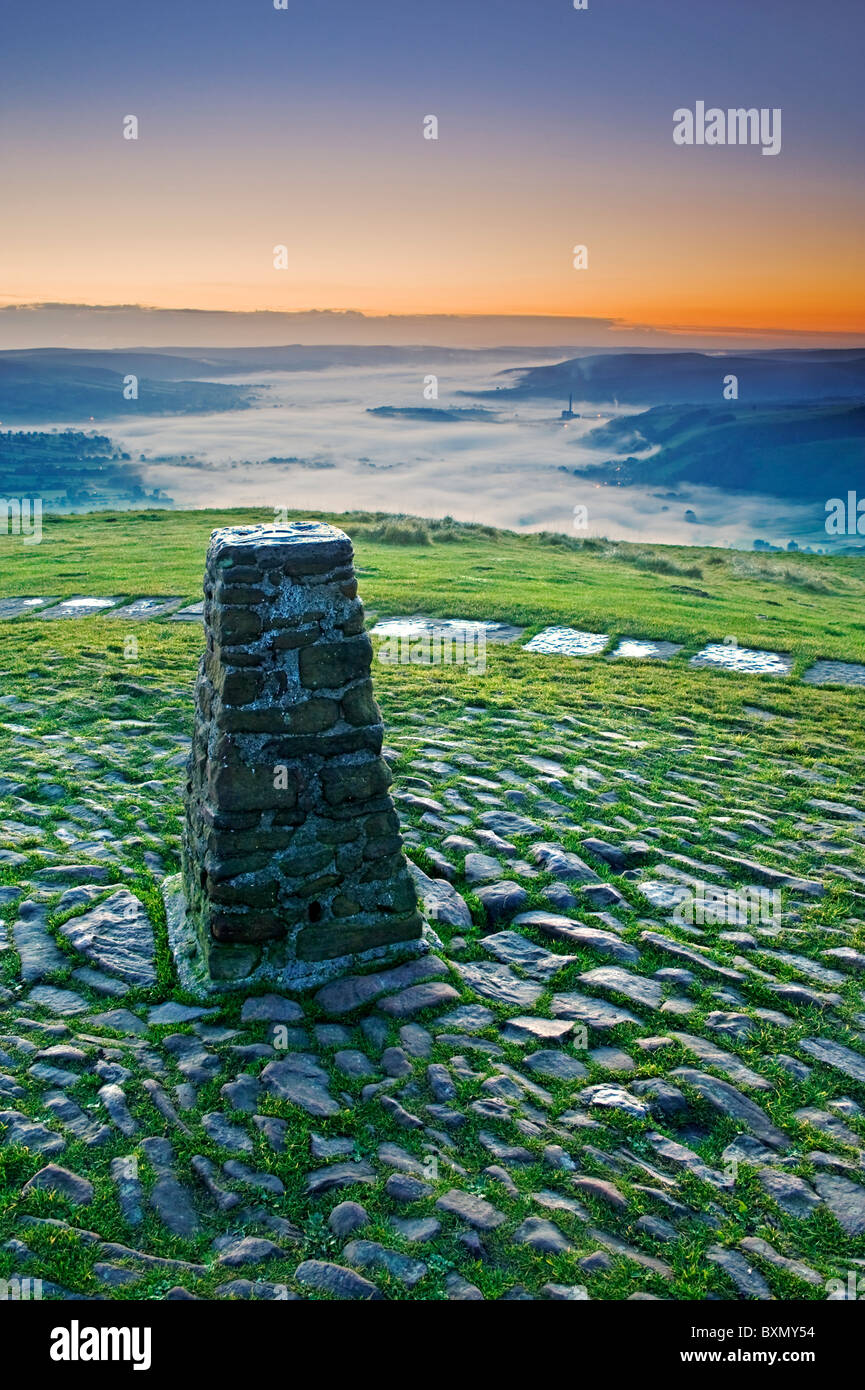 View Over The Hope Valley from Mam Tor at Sunrise, Peak District National Park, Derbyshire, England, UK - Stock Image