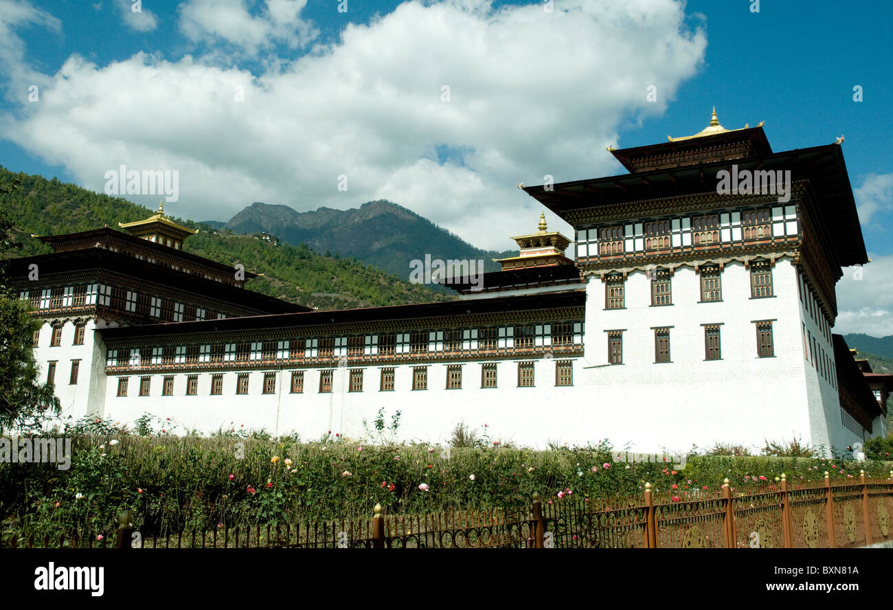 In Thimpu, the Bhutan capital, the Tashichho dzong, or fortress, contains the city's administration and monastic - Stock Image