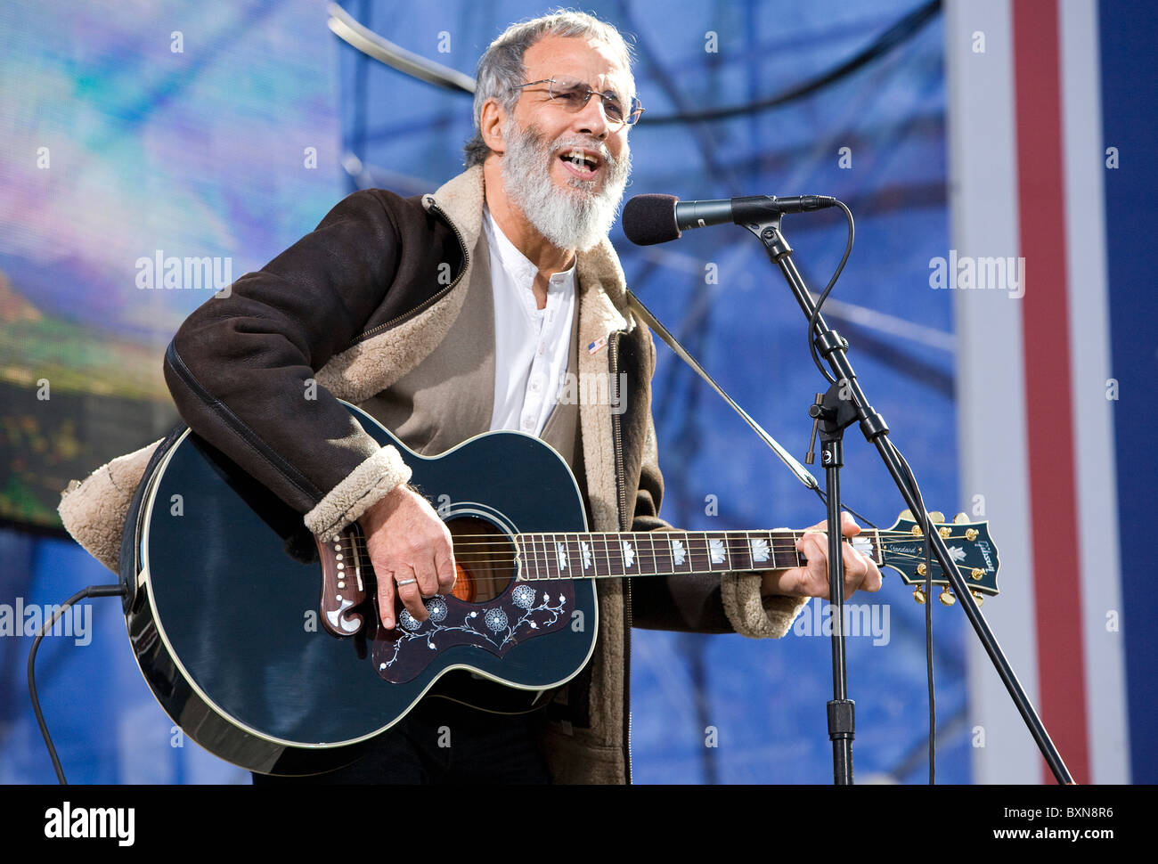 Yusuf Islam (Cat Stevens) performing at the Rally to Restore Sanity And/Or Fear.  - Stock Image