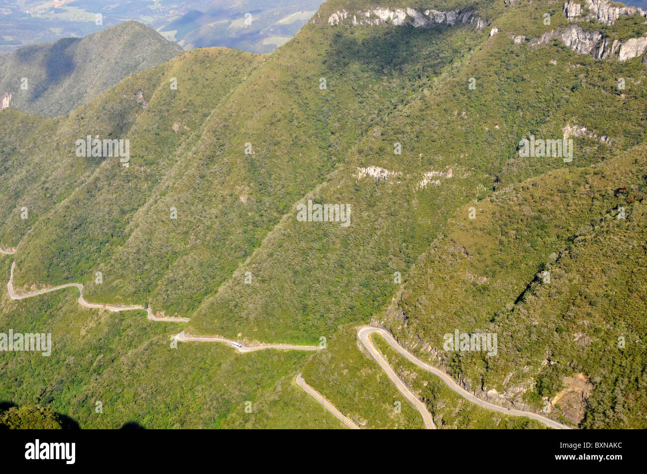 Cliffs and sinuous road at Serra do Rio do Rastro, Lauro Muller, Santa Catarina, Brazil - Stock Image