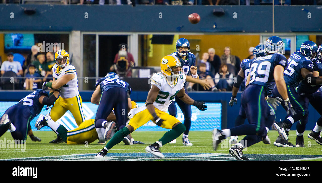 Seattle Seahawks Quarterback Matt Hasselbeck throwing a football during a game against the Green Bay Packers - Stock Image