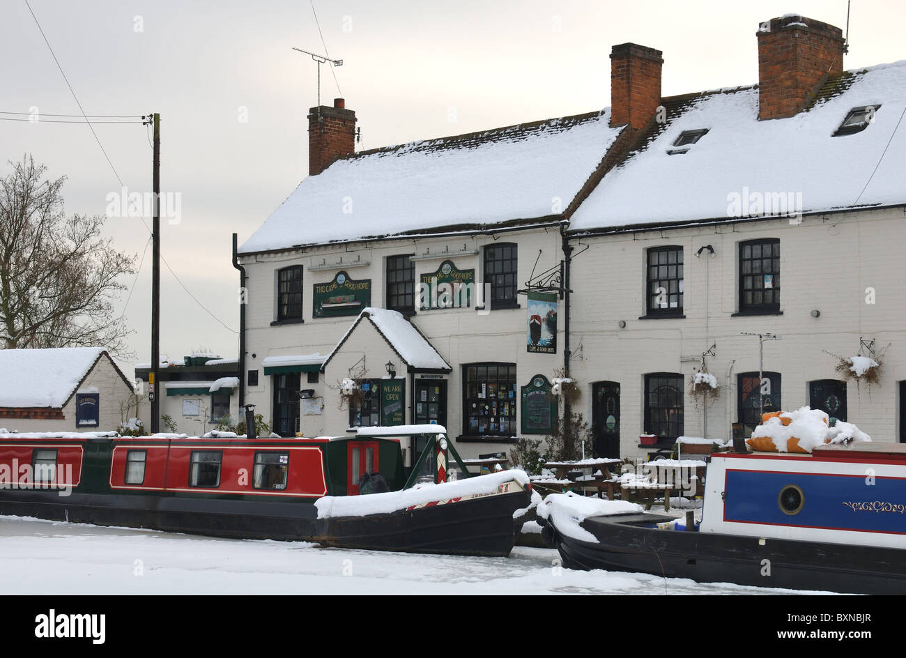 The Cape of Good Hope pub and Grand Union Canal in winter with snow, Warwick, UK - Stock Image