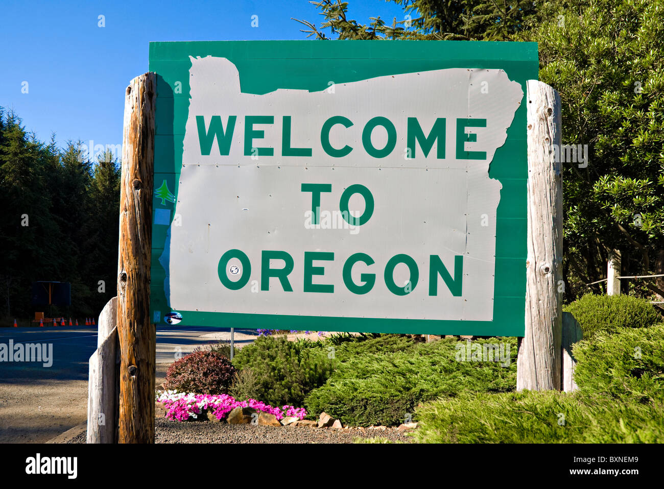 Welcome to Oregon sign on Highway 101 Stock Photo