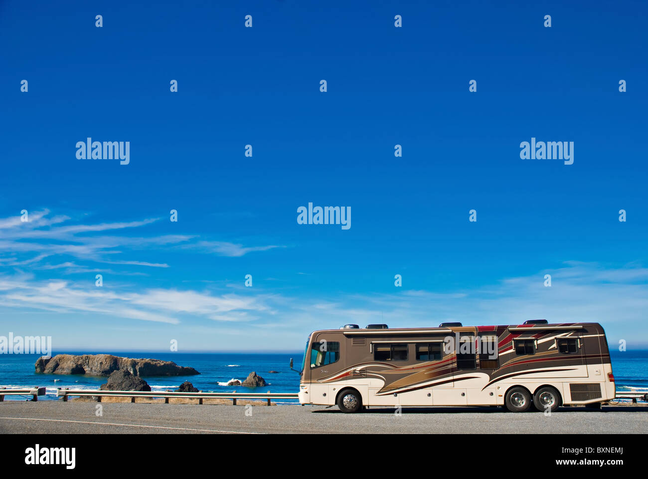Recreational vehicle parked alongside the Pacific Ocean, Oregon Coast Stock Photo