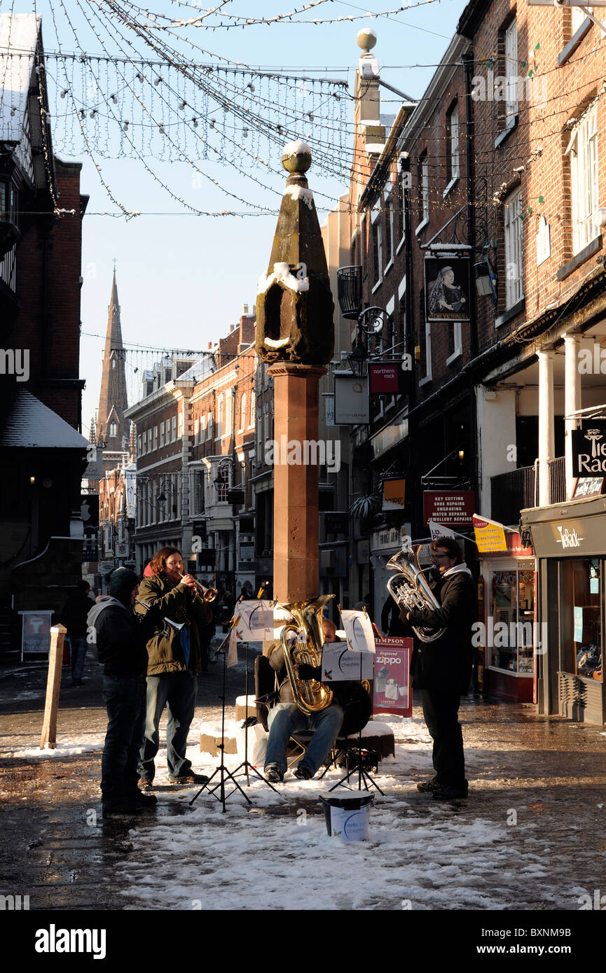 Christmas buskers in Chester - Stock Image