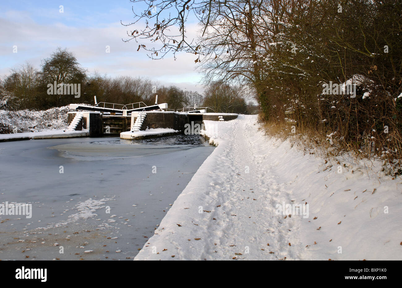 Snow on towpath of Grand Union Canal at Hatton Locks, Warwickshire, UK - Stock Image