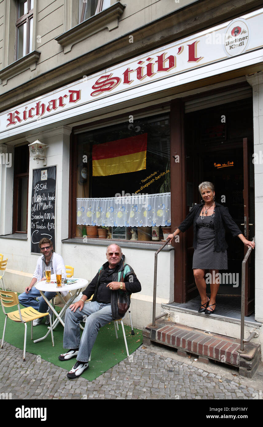 Waitress and guests in front of a pub in Berlin, Germany - Stock Image