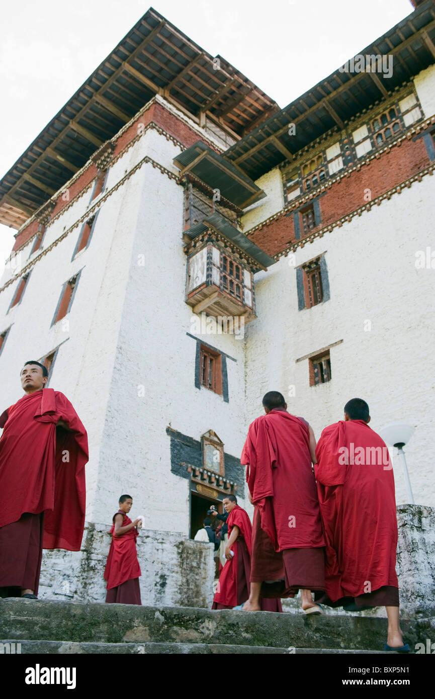 monks at TrongsaDzong (ChoekhorRabdentse), 1648, Bhutan Asia - Stock Image