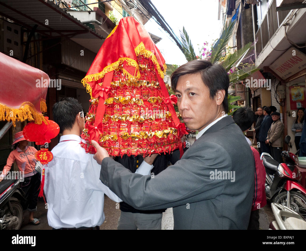 men carrying celebrations for a wedding - Stock Image