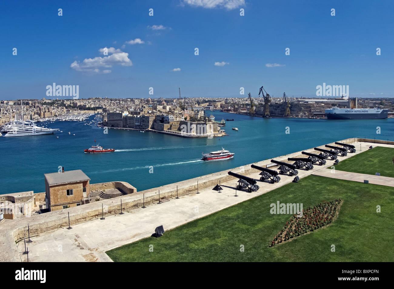 Valletta grand harbour Malta and gun saluting battery - Stock Image
